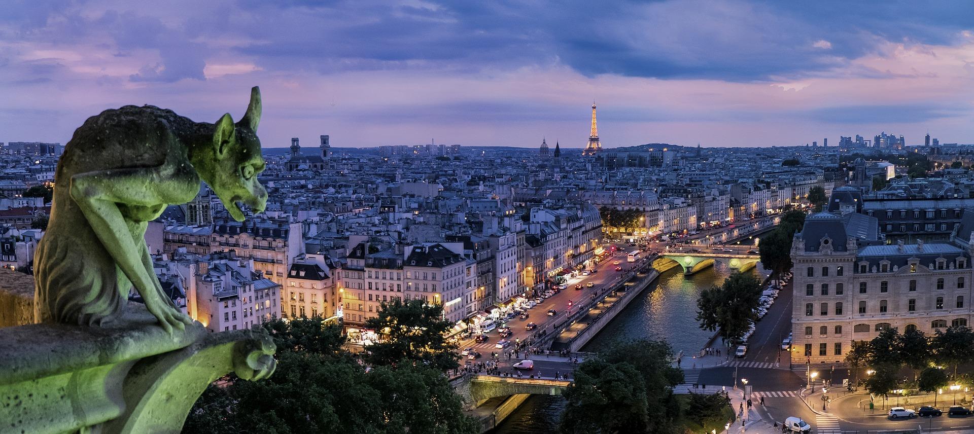 Gárgulas nos telhados de Paris