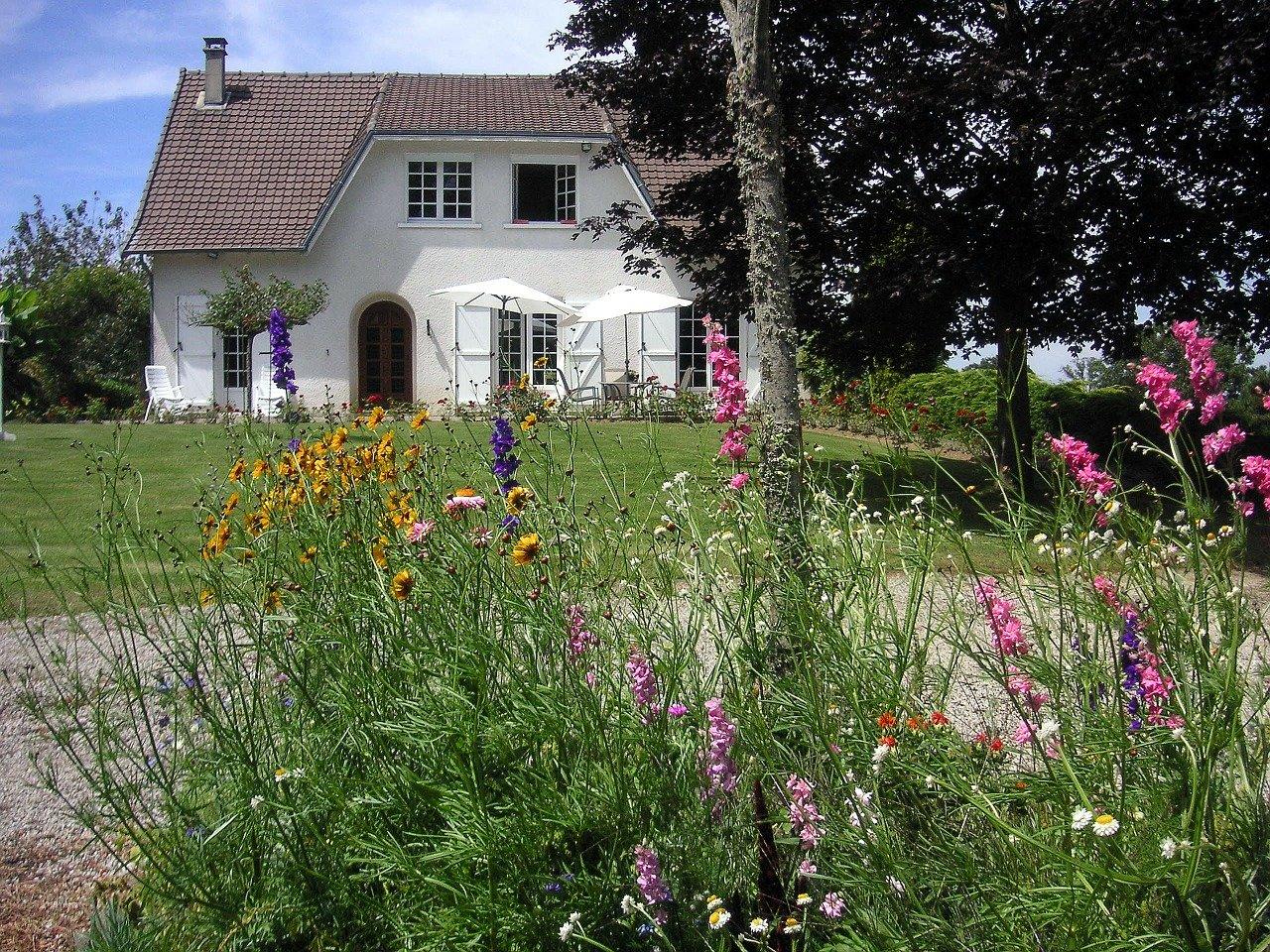 Bella casa con un bel giardino